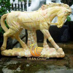 Tượng Ngựa Đá Cẩm Thạch Vàng Nguyên Khối