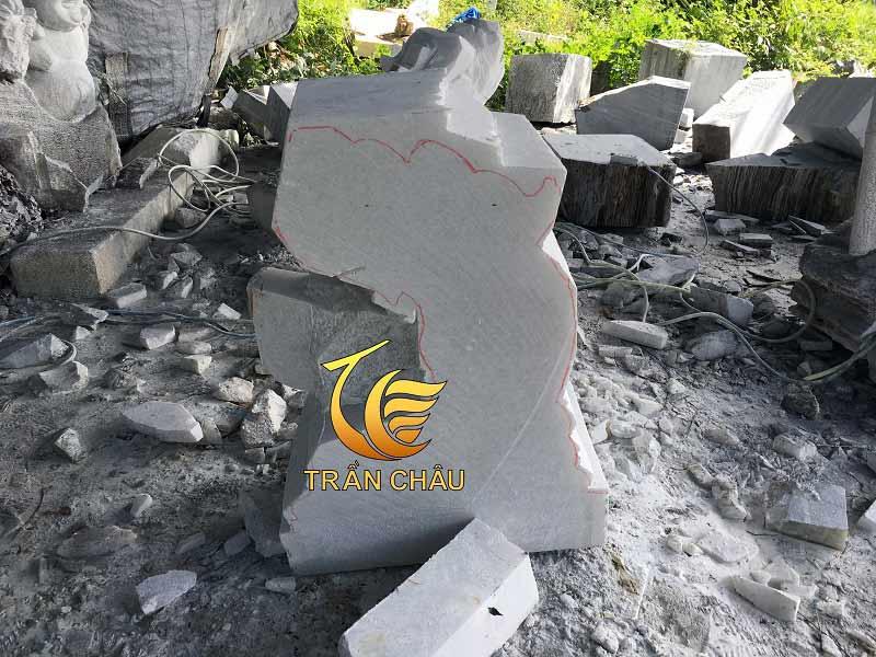Lựa chọn nguyên liệu đá làm tượng cá chép