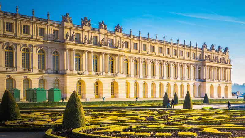 Lan Can Đá Tại Cung Điện Versailles
