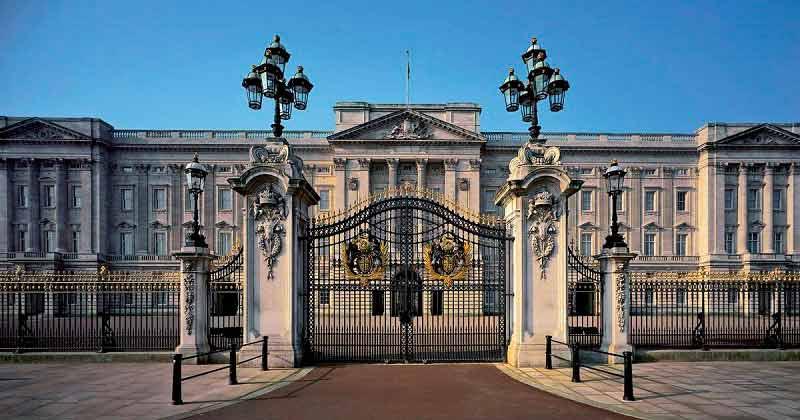 Lan Can Đá Tại Cung Điện Buckingham